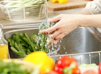 生野菜を洗うとき